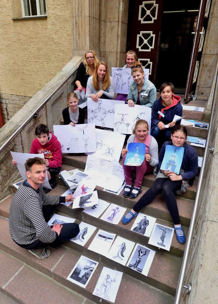Die Workshop-Kids im Hof vom Stadtbad. Foto: Ralf Lehmann