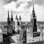 Historische Stadtsilhouette - Die Türme der Stadt. Vorbilder für den Stadtbadturm. Foto:  Stadtarchiv Halle.